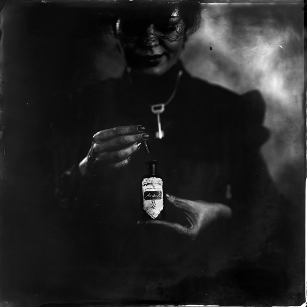 La viuda negra, 2018<br/>Ferrotipo. Positivo directo por colodión húmedo sobre aluminio / Wet plate collodion Tintype