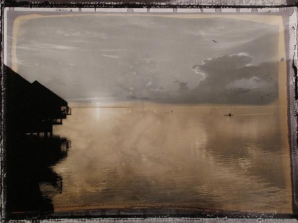 """""""Tahiti, Coucher De Soleil Avec Vue Sur Moorea"""" 2001<br/>Impresión de tintas de pigmentos / Inkjet"""