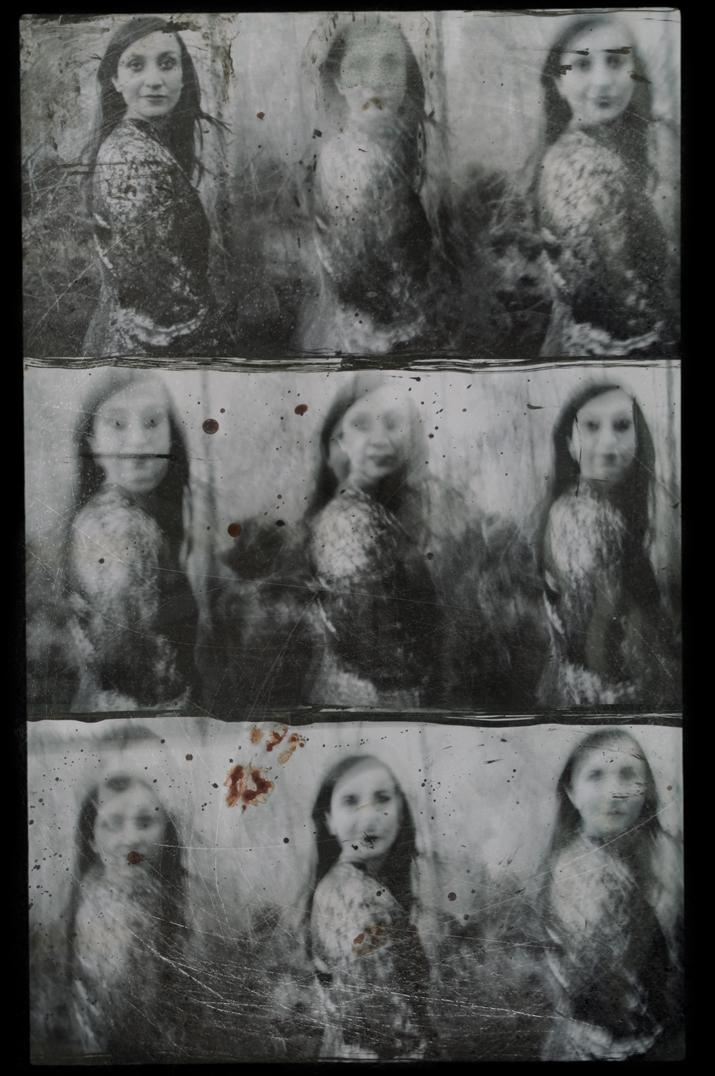 Poetas, 2008<br/>Fotografía analógica con tratamiento en la copia de papel fb / Analogic photograph treated print.