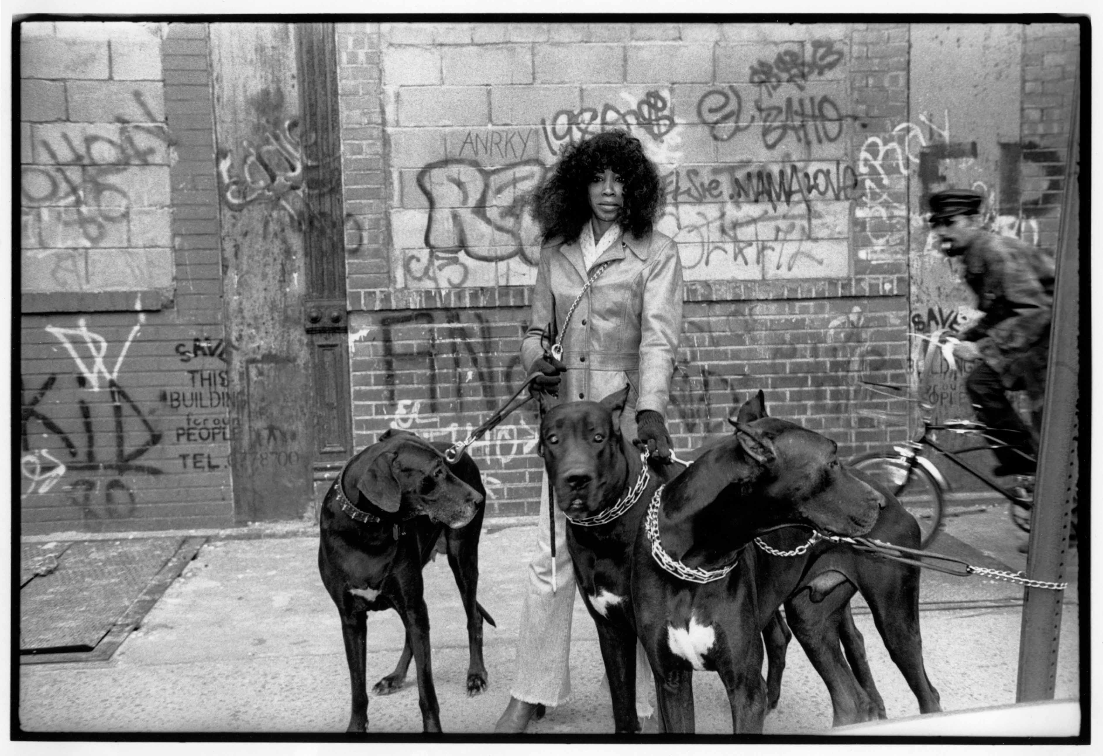 The lower east side. NY, 1988<br/>Gelatina de plata / Silver gelatin