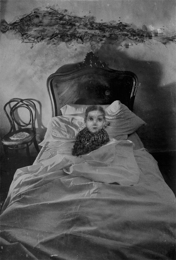 Veru Iché. El niño escrito, 2008<br/>Fotografía analógica con tratamiento en la copia de papel fb  / Analogic photograph treated print.