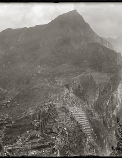 Autoretrato desde Wayna Picchu, 1943<br/>Gelatina de plata / Silver gelatin print