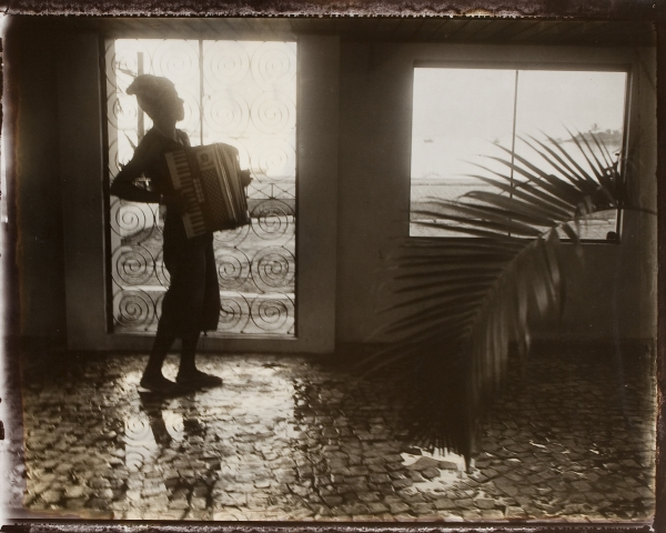 Brésil, Itacaré. Joueur d'accordéon, 2006<br/>Impresión de tintas de pigmentos / Inkjet