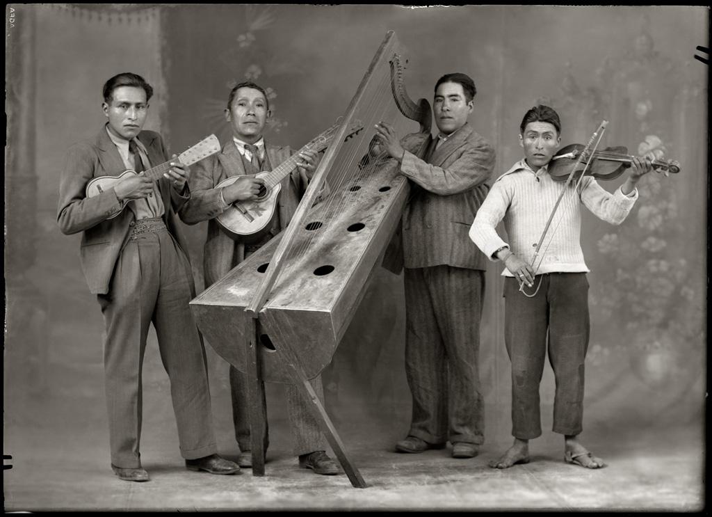 Músicos populares, 1934<br/>Gelatina de plata / Silver gelatin print