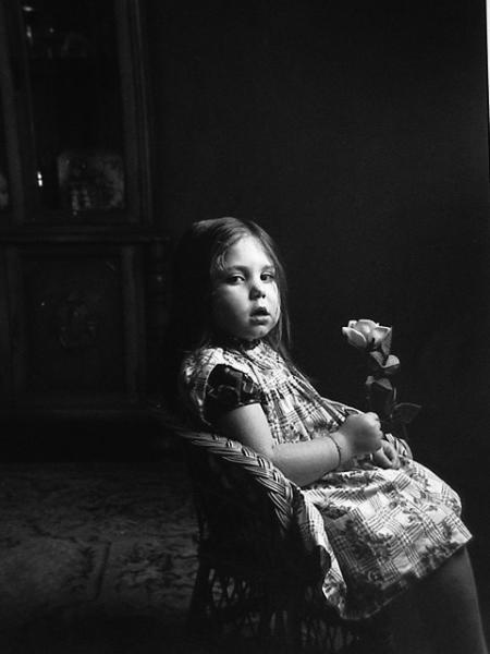 Niña de la rosa. Madrid, 1969<br/>Gelatina de plata / Silver Gelatin