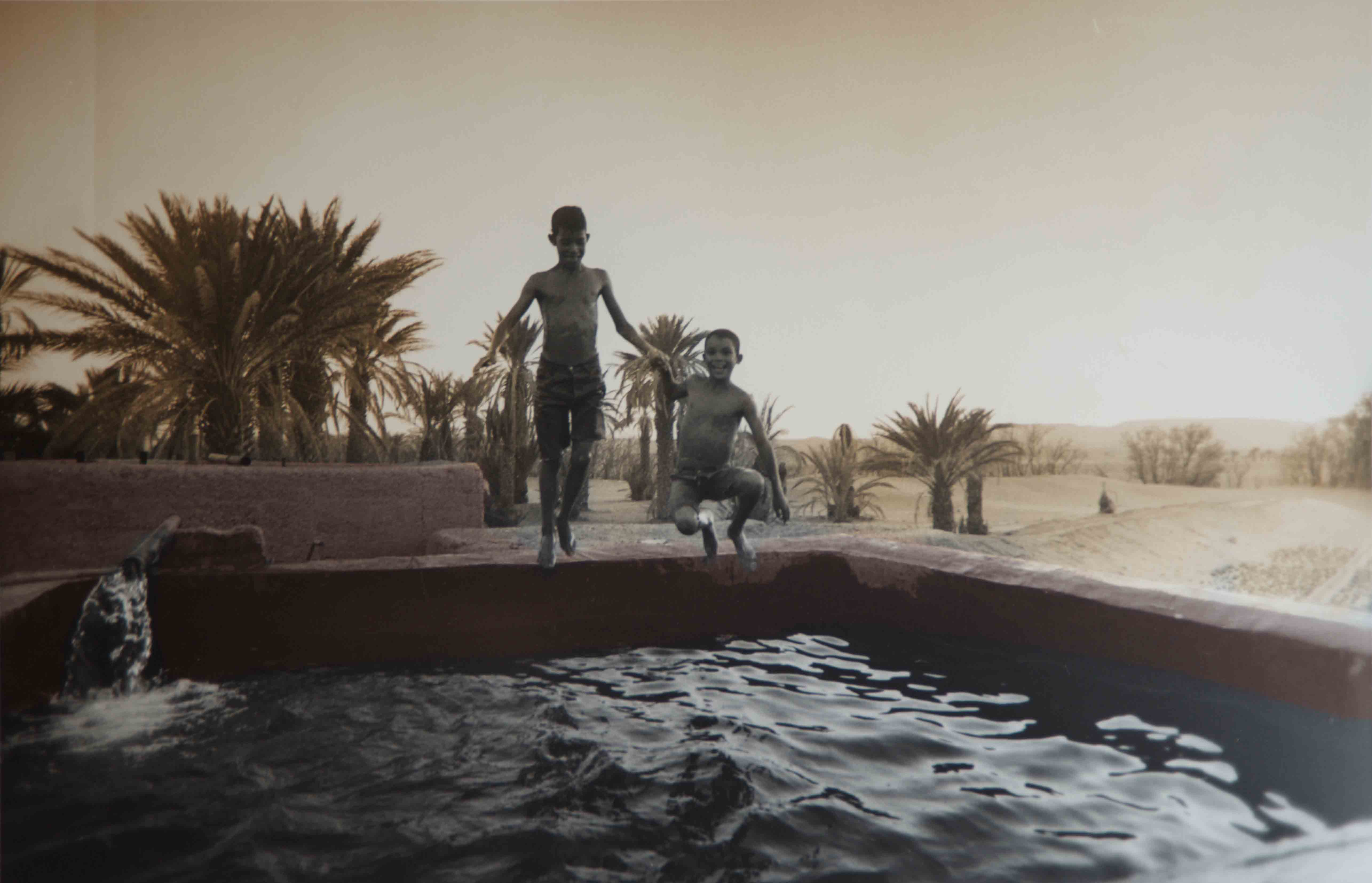 Reservoir d'eau dans an oasis, Moroc, 2001<br/>Impresión de tintas de pigmentos / Inkjet
