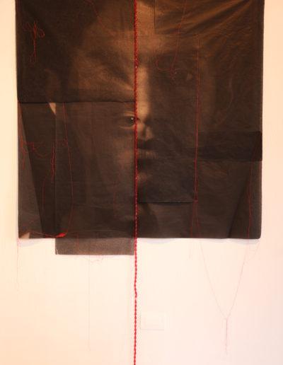 Möbius (instalación), 2014<br/>Impresión digital sobre papel de arroz  y cuentas de colores / Digital print on rice paper and colour  beads