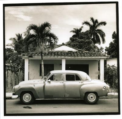 Carros cubanos 5. Cuba, 2009<br/>Gelatina de plata sobre papel baritado virado al selenio / Silver gelatin on selenium toned baryta paper