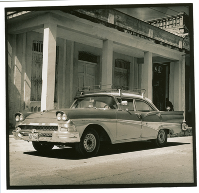 Carros cubanos 6. Cuba 2009<br/>Gelatina de plata sobre papel baritado virado al selenio / Silver gelatin on selenium toned baryta paper