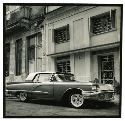 Carros cubanos 8. Cuba 2009<br/>Gelatina de plata sobre papel baritado virado al selenio / Silver gelatin on selenium toned baryta paper
