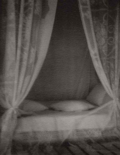 Le lit de fiancee, 2011<br/>Gelatina de plata / Silver gelatin