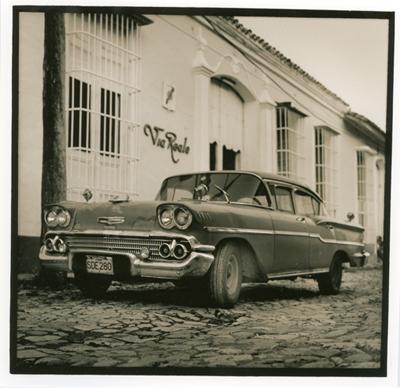 Carros cubanos (cc003). Cuba 2009<br/>Gelatina de plata sobre papel baritado virado al selenio / Silver gelatin on selenium toned baryta paper