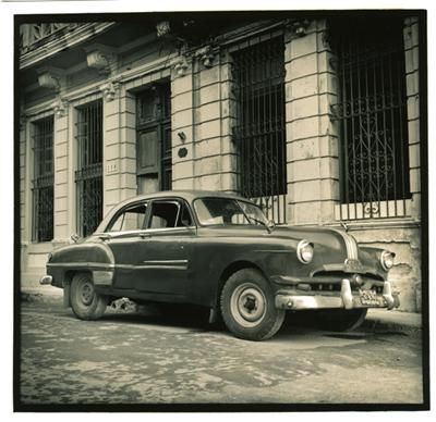 Carros cubanos (cc007). Cuba 2009<br/>Gelatina de plata sobre papel baritado virado al selenio / Silver gelatin on selenium toned baryta paper