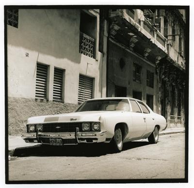 Carros cubanos (cc008). Cuba 2009<br/>Gelatina de plata sobre papel baritado virado al selenio / Silver gelatin on selenium toned baryta paper