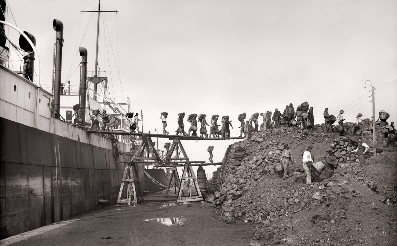 Bartolomé Ros y Ros. Los cargadores de carbón, Puerto de Ceuta, 1928<br/>