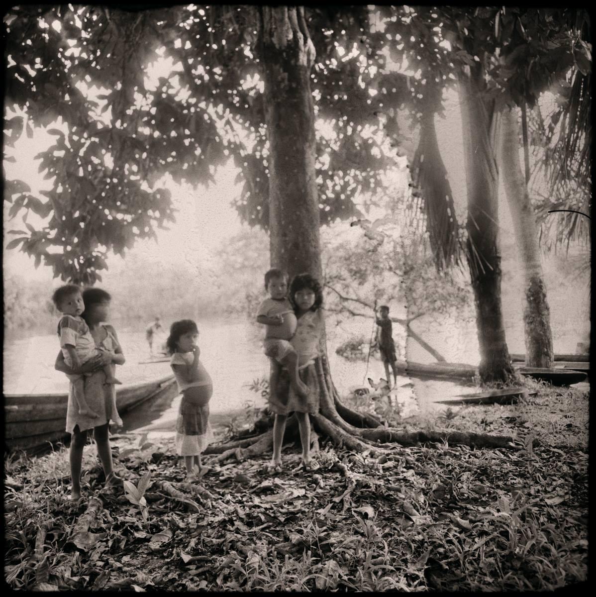 Indios Yaguas, Iquitos, 1994<br/>Virado de oro / Golden Toner