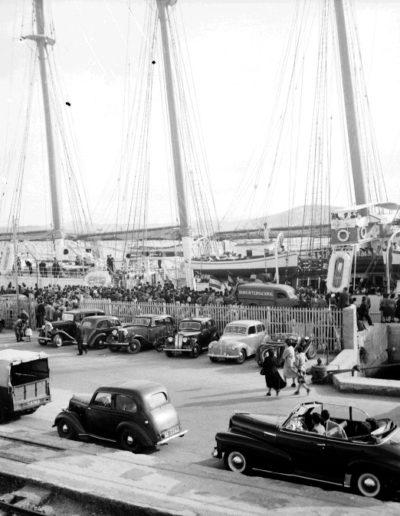 Bartolomé Ros Amador. EL Buque escuela Juan Sebastián Elcano atracado en el puerto de Tánger, 1950<br/>