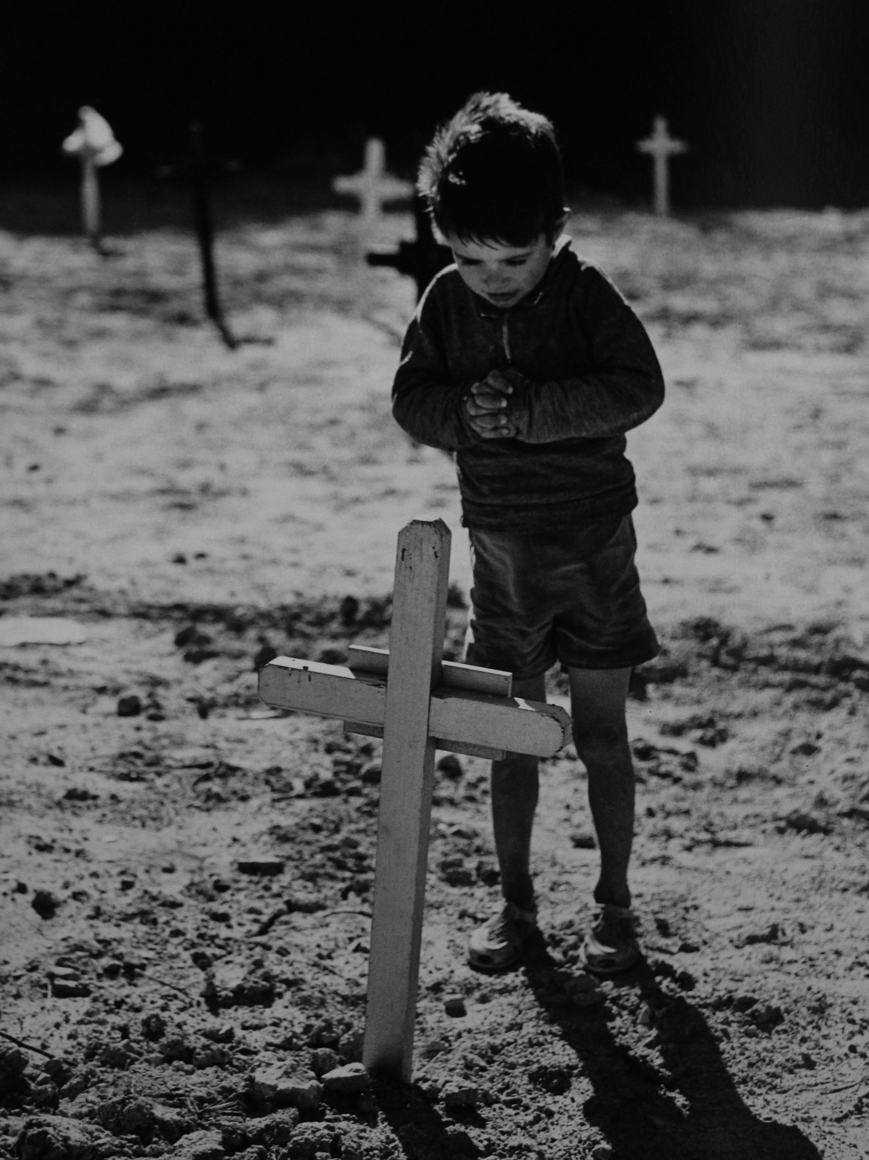 Eugeni Forcano. ¿Cómo entender la muerte tan temprano?, 1963<br/>Gelatina de plata