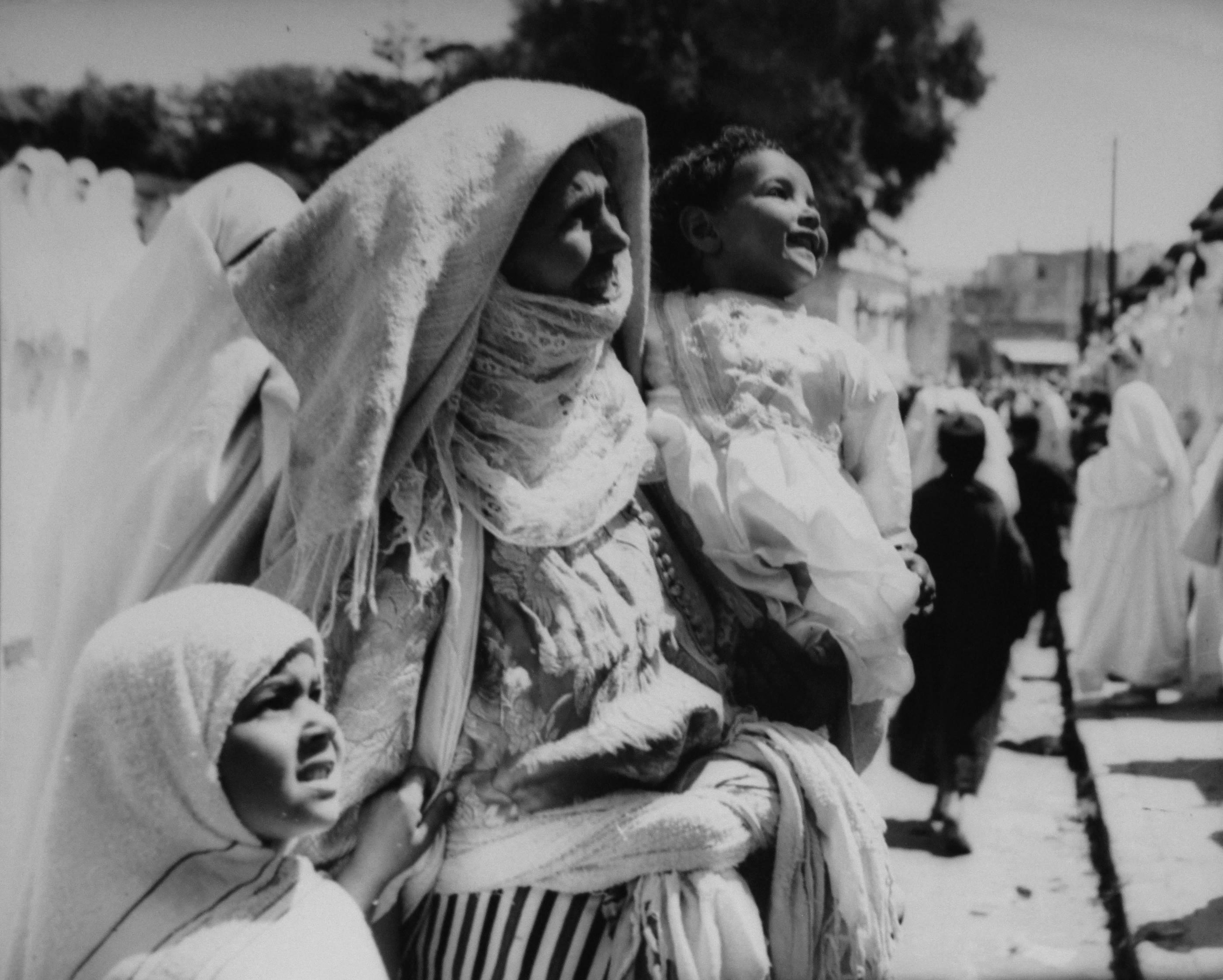 Nicolás Muller. Madre con niños, Marruecos, 1944<br/>