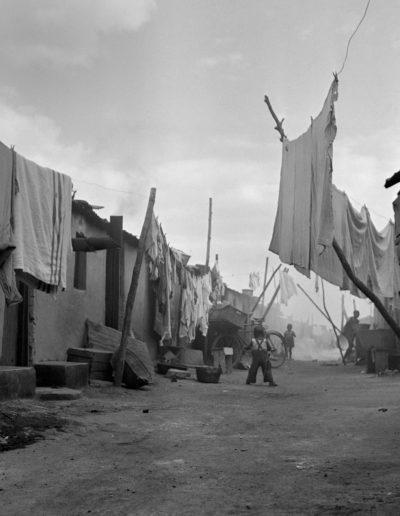 Orlando Squatter Camp, 1951<br/>Gelatina de plata / Silver gelatin