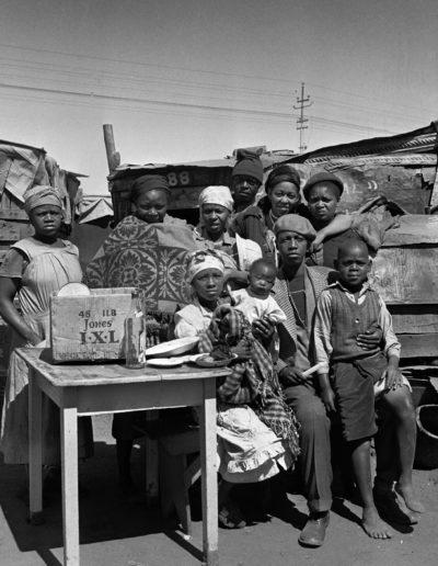 Orlando Squatters Family, 1951<br/>Gelatina de plata / Silver gelatin