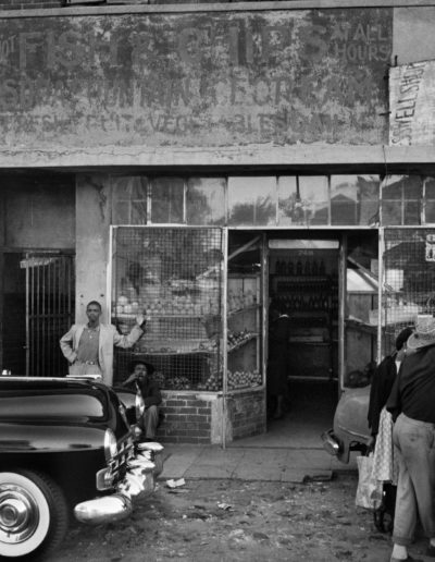A Cadillac in Sophiatown, 1955<br/>Gelatina de plata / Silver gelatin