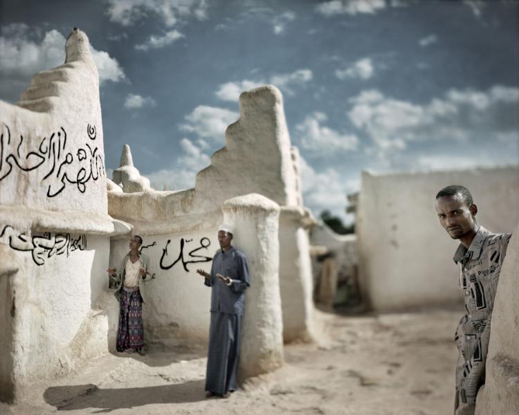Oración en la tarde. Sheik Hussein, 2005<br/>Impresión de tintas de pigmentos / Inkjet print