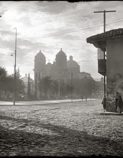 Amanecer en la plaza de Armas, 1925<br/>