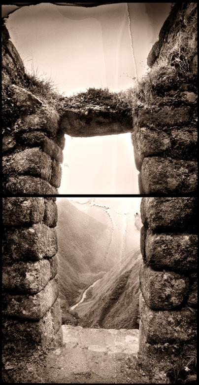 Puerta del sol. Wiñay-Wayna.1994<br/>Virado de oro / Golden Toner