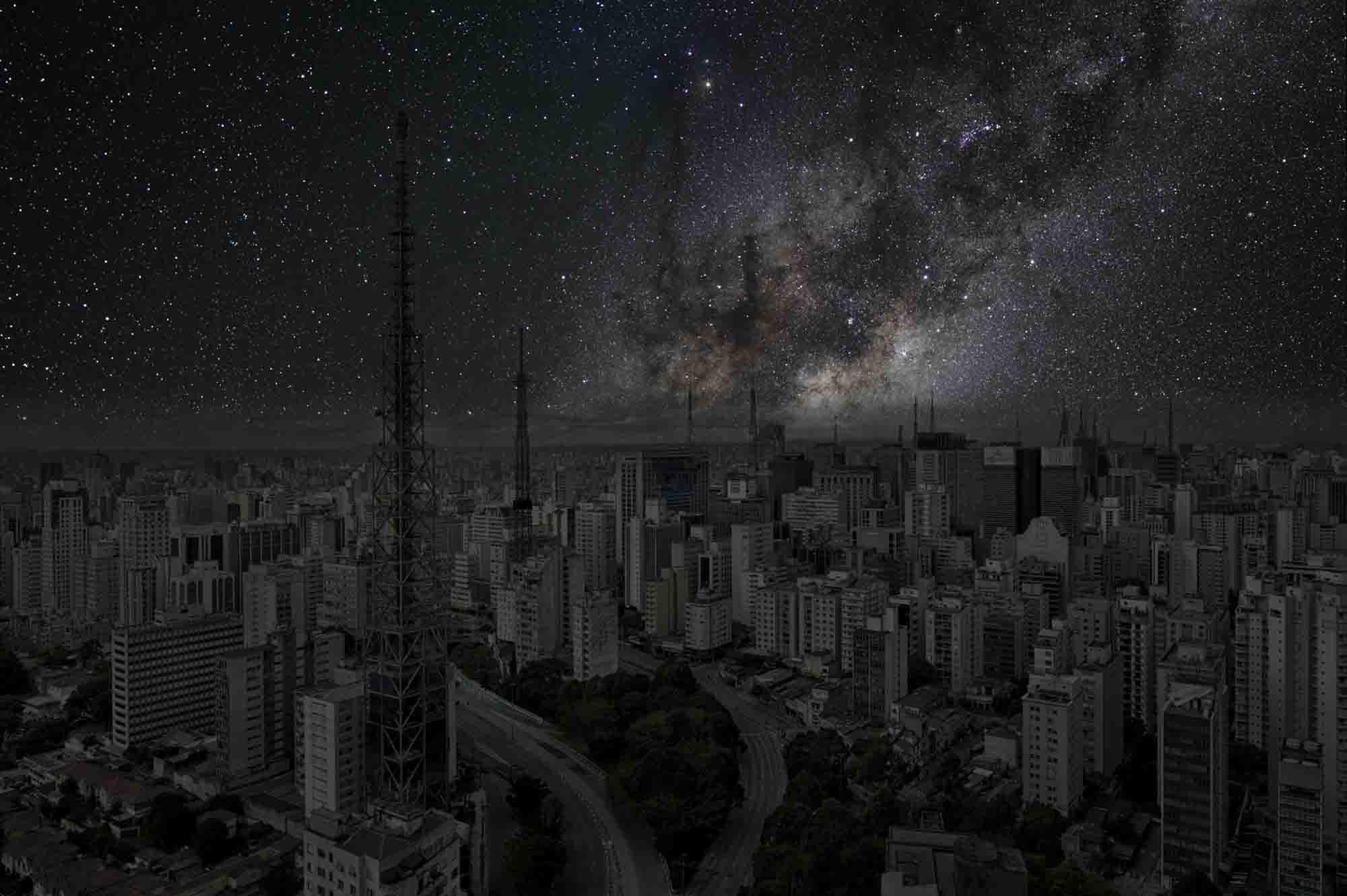São Paulo 23° 33' 22' S 2011-06-05 lst 11:44<br/>Darkened Cities - Villes éteintes