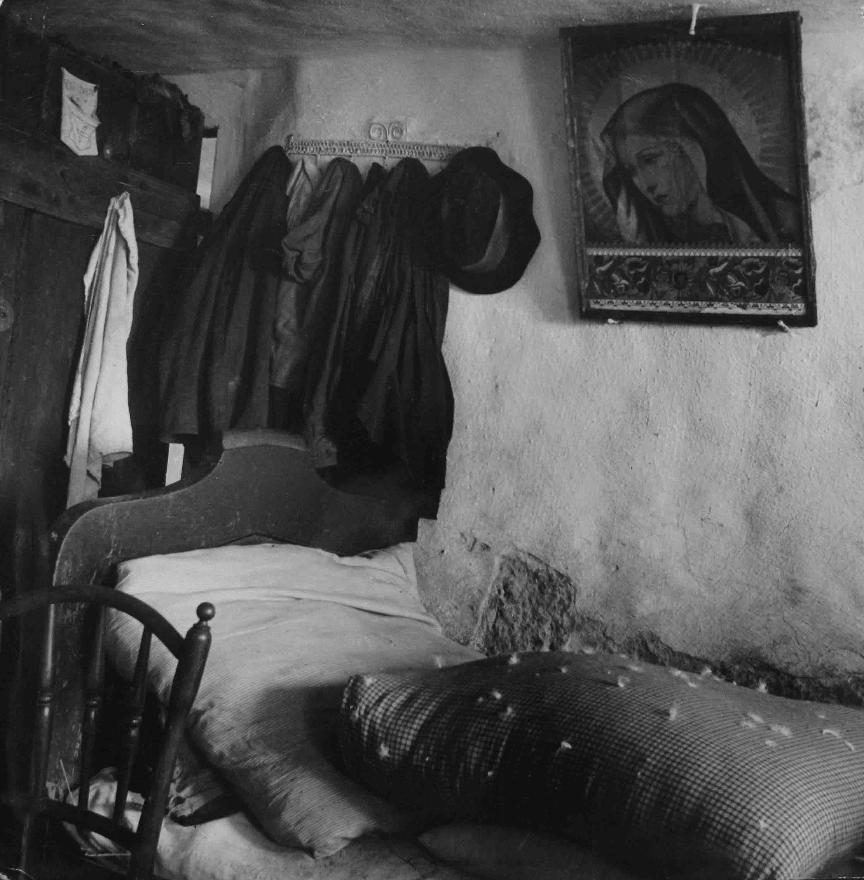 Habitación de campesinos, 1935<br/>Gelatina de plata / Silver gelatin print