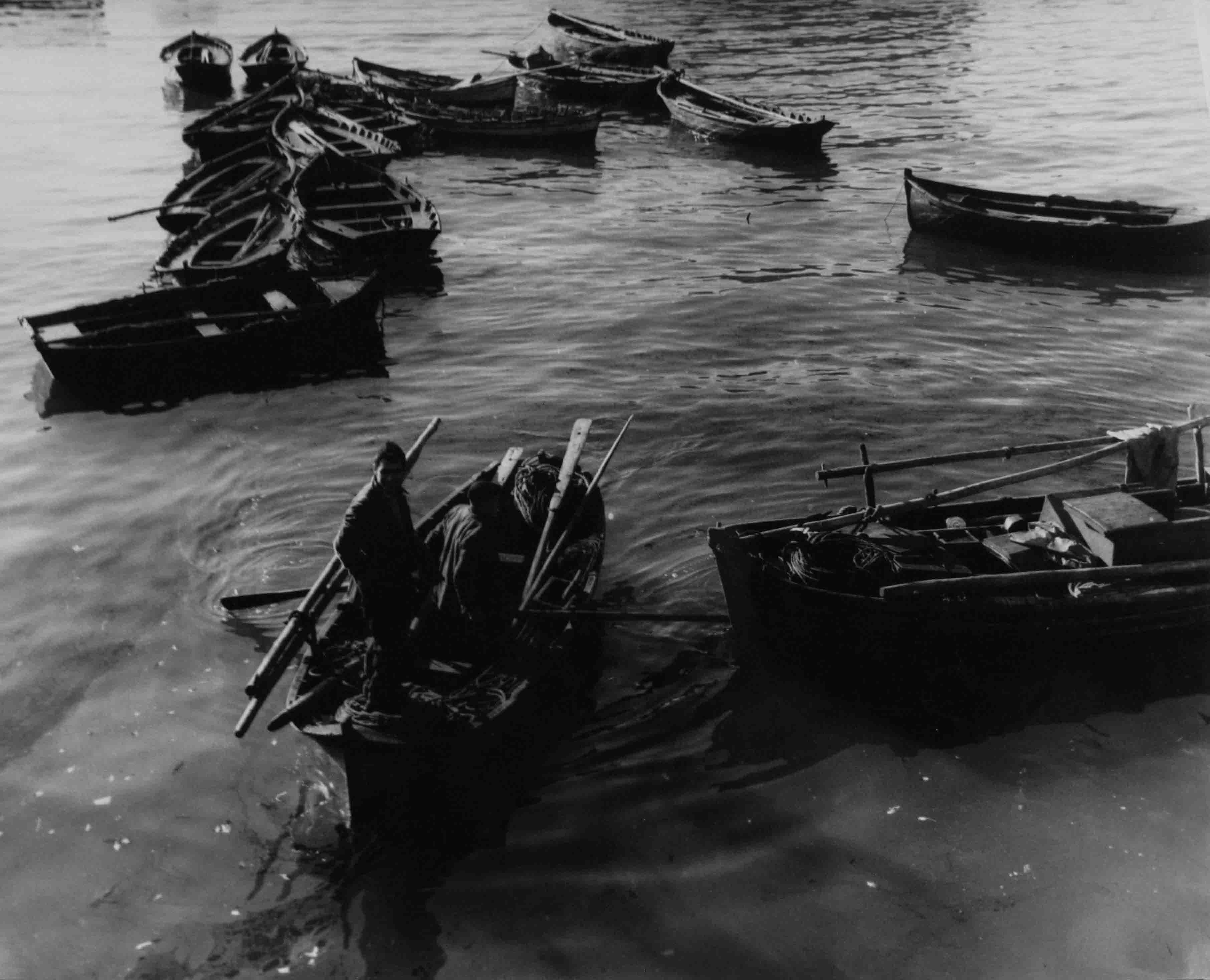 Barcas en Lisboa. Portugal, 1939<br/>Gelatina de plata / Silver gelatin print