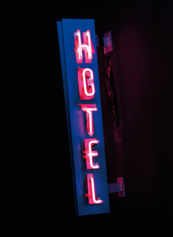 Neón hotel, 2017<br/>Letrero de tubo de neón / Neon sign