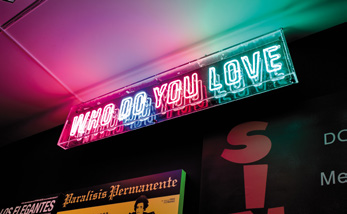 Who do you love, 2017<br/>Letrero de tubo de neón / Neon sign