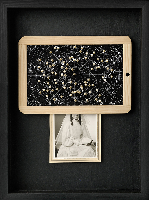 Eternidad<br/>Caja de madera, fotografía encontrada y objetos. 2018. 47 x 36 x 7 cm