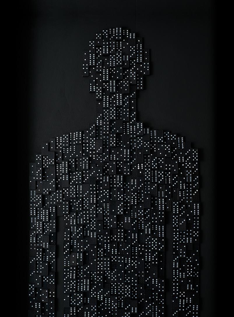 Anatomías 5<br/> Caja de madera y fichas de dominó. 2018. 63 ́5 x 193 x 6 cm