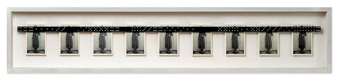 El proceso<br/> Caja de madera, fotografías encontradas y objetos. 2018. 143 x 29 x 7 cm