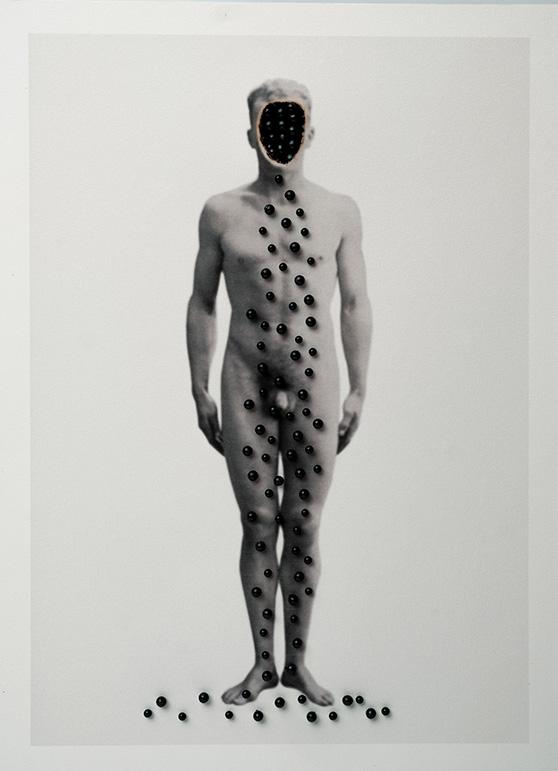 Cuerpos 10<br/>Caja de madera, fotografía impresa sobre papel Canson Edition blanco natural 250 gr. y agujas.  27,5 x 38 cm. Ed.: Única / Unique