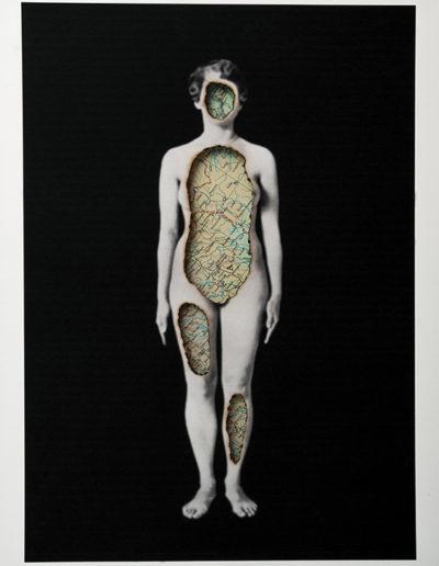 Cuerpos 7<br/>Serie: Cuerpos Caja de madera, fotografía impresa sobre papel Canson Edition blanco natural 250 gr. intervenida en pirograbado y mapa  27,5 x 38 cm. Ed.: Única / Unique