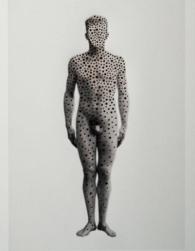 Cuerpos 9<br/>Caja de madera, fotografía impresa sobre papel Canson Edition blanco natural 250 gr. intervenida en pirograbado. 27,5 x 38 cm. Ed.: Única / Unique