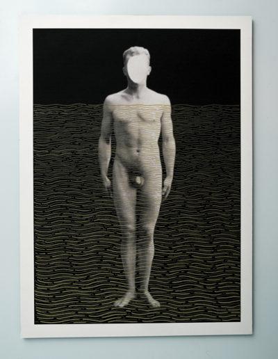 Cuerpos 11<br/>Caja de madera, fotografía impresa sobre papel Canson Edition blanco natural 250 gr. e intervenida con rotulador oro. 27,5 x 38 cm. Ed.: Única / Unique