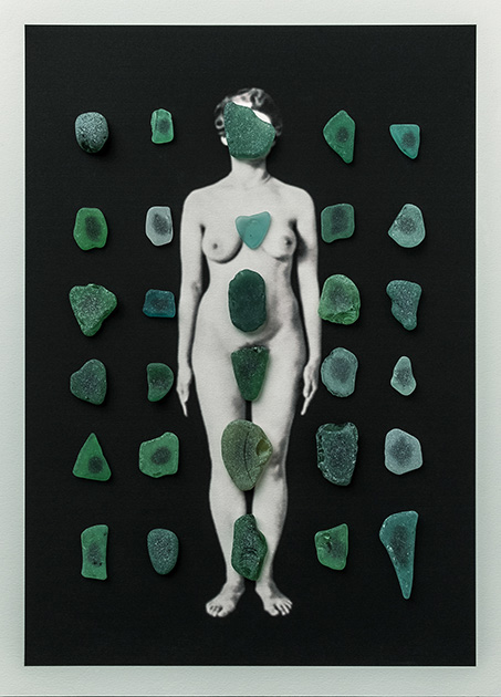 Cuerpos 12<br/>Caja de madera, fotografía impresa sobre papel Canson edition blanco natural 250gr. y cristales pulidos por el mar. 27 ́5 x 38 cm