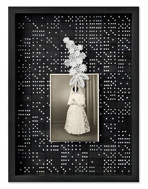 Epifanía<br/>Caja de madera, fotografía encontrada y objetos. 2018. 47 x 36 x 7 cm