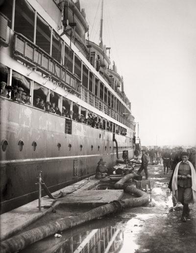 Transatlántico atracado en el Muelle España. Puerto de Ceuta, 1925<br/>Gelatina de plata / Silver gelatin