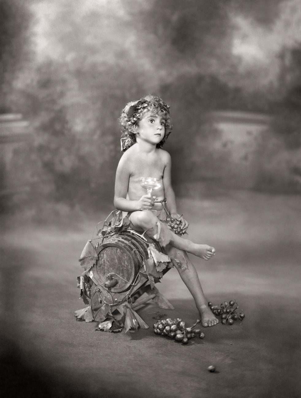 Retrato de un niño disfrazado de Baco<br/>Gelatina de plata / Silver gelatin