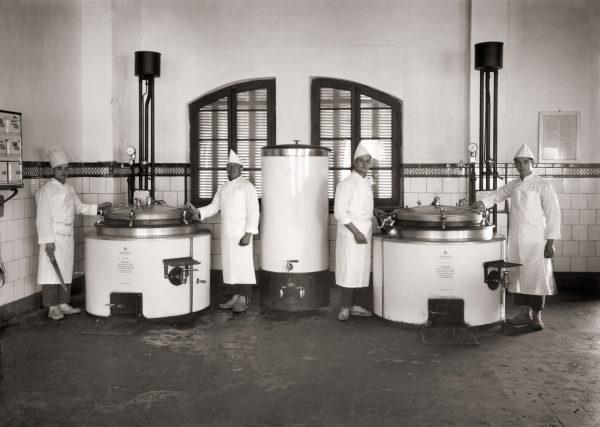 Cocinas del Cuartel de Regulares González Tablas de Ceuta, 1929.<br/>Gelatina de plata / Silver gelatin