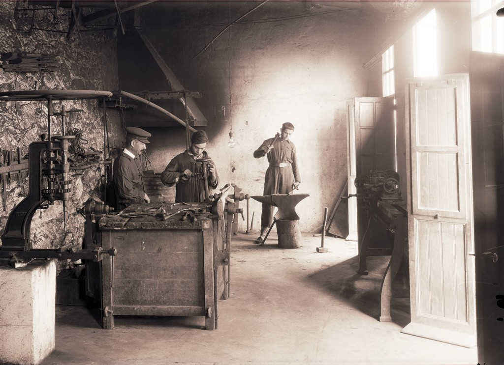 Taller de forja, Ceuta. ca. 1929<br/>Gelatina de plata / Silver gelatin