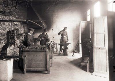 Taller de forja, Ceuta, 1929.<br/>Gelatina de plata / Silver gelatin