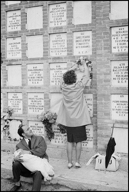 Cementerio de Madrid, 1964<br/>Gelatina de clorobromuro de plata con tratamiento de archivo al selenio / Silver gelatine with archival selenium treatment