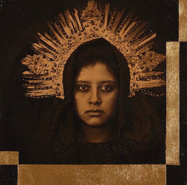 Möbius, 2019<br/>Impresión en Canvas, lámina de oro y betún de Judea 30 x 30 cm Ed. 5